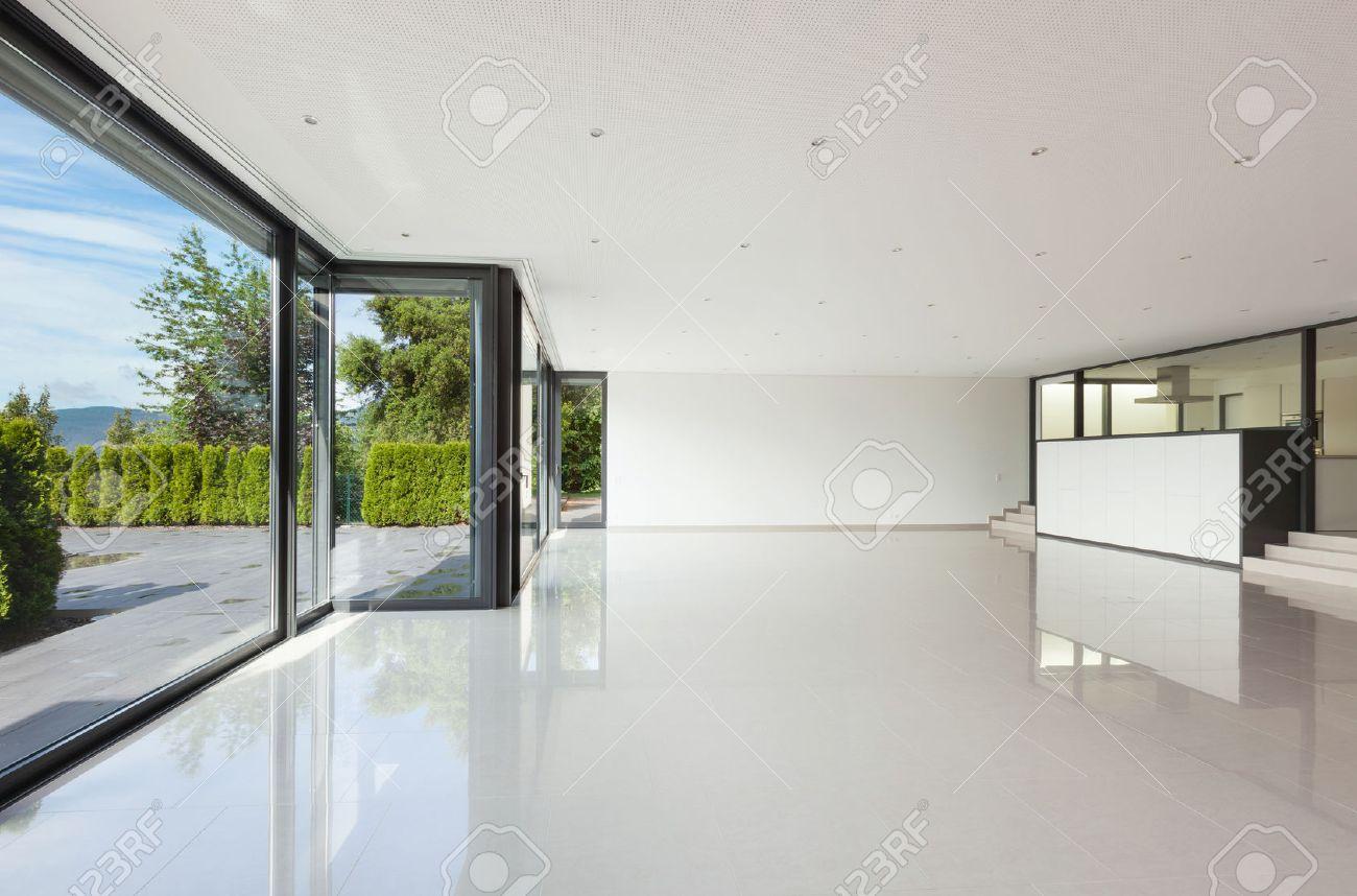 Innen Moderne Villa, Großes Wohnzimmer Mit Großen Fenstern ...