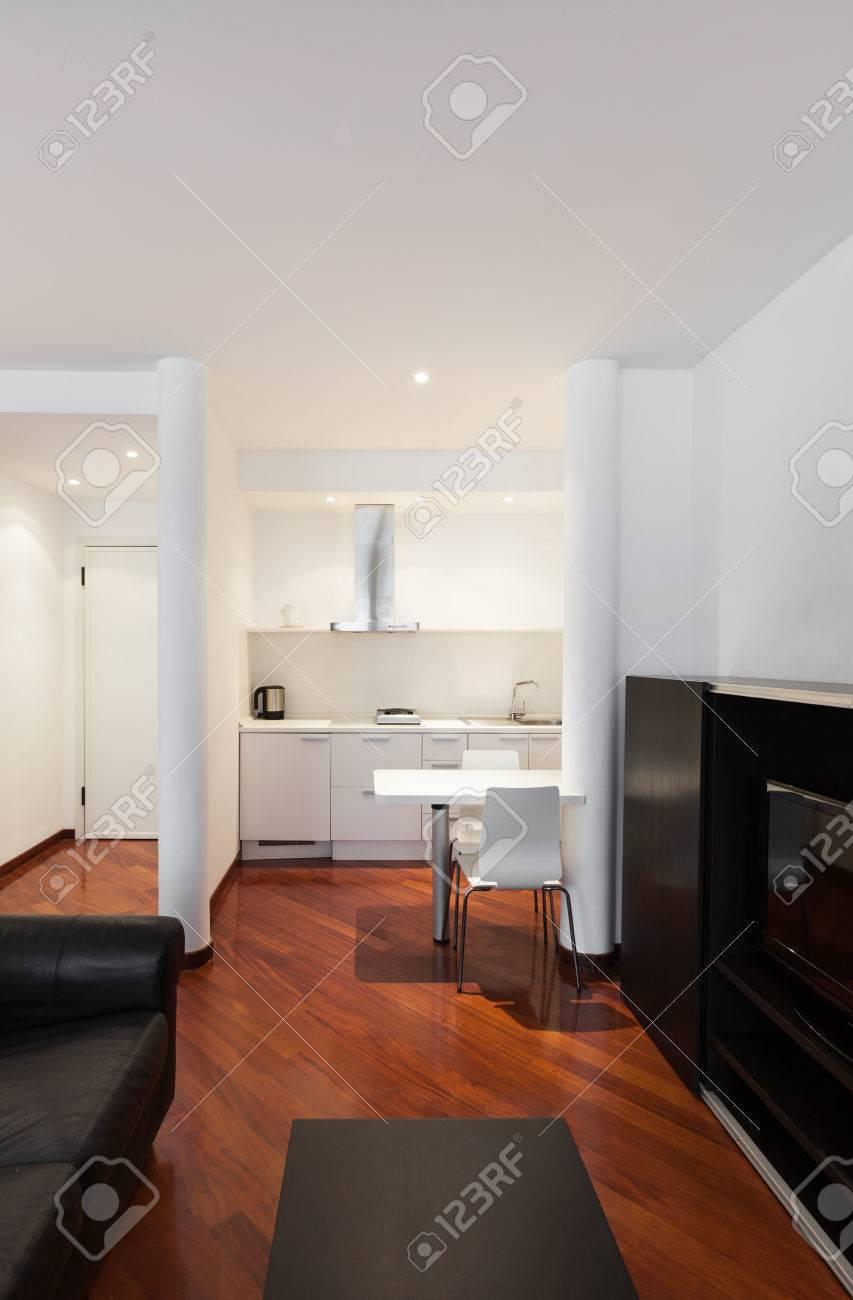 Interno di casa, bel soggiorno, mobili moderni