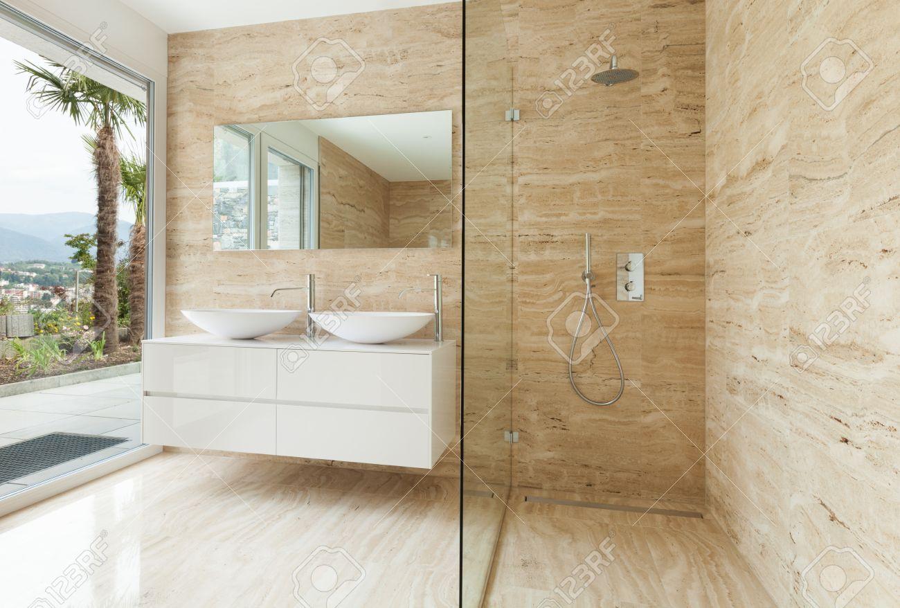 bel bagno moderno con pareti di marmo foto royalty free, immagini ... - Bagni Moderni Beige