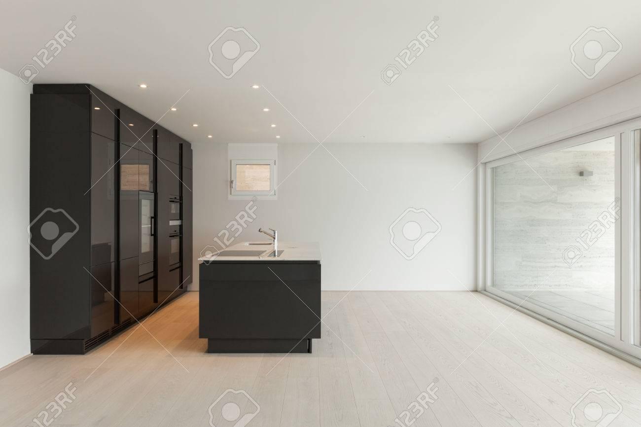 Hermoso Apartamento Vacío Con Piso De Madera, Cocina Moderna Fotos ...