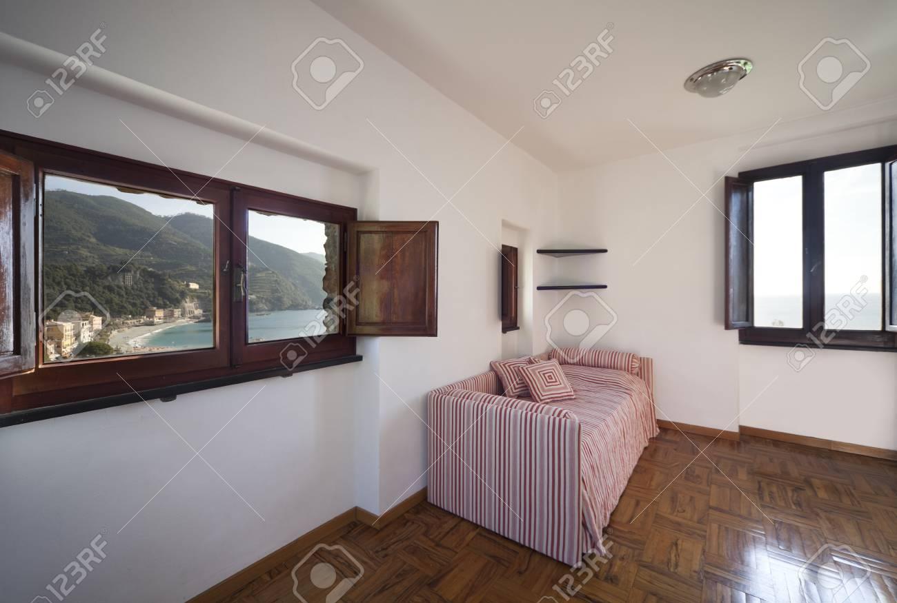 Rustikales Schlafzimmer Innenraum Lizenzfreie Fotos, Bilder Und ...