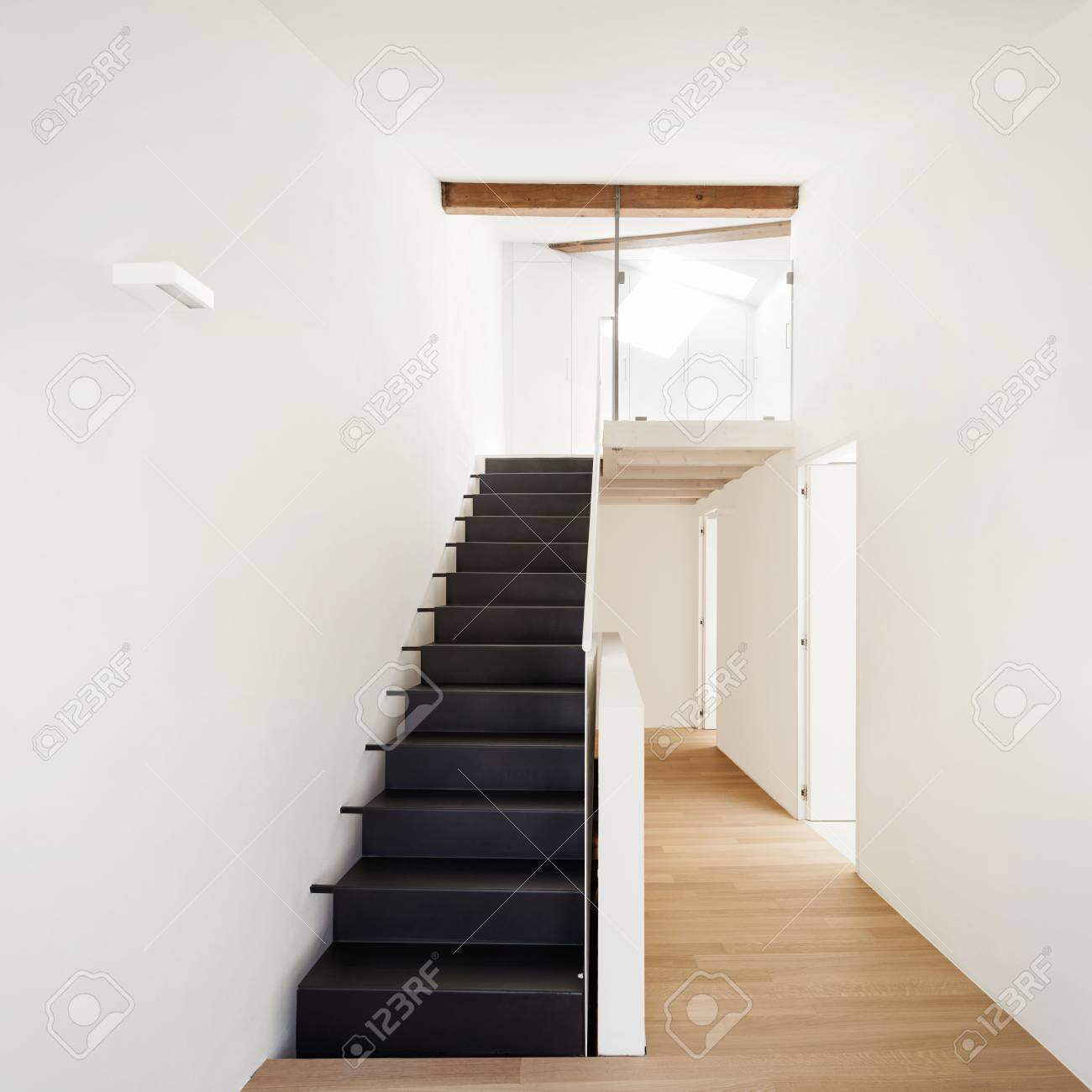 Schone Moderne Dachboden Blick Auf Die Treppe Lizenzfreie Fotos