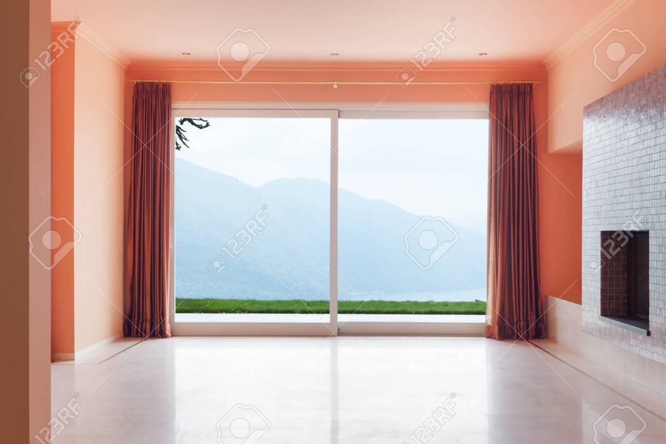 Interior, Leeres Haus, Große Wohnzimmer Mit Kamin Lizenzfreie Fotos ...