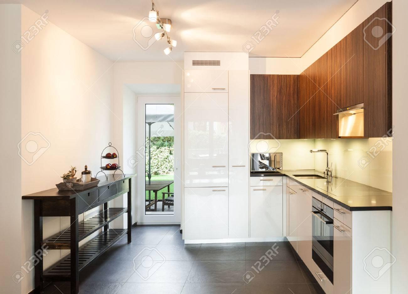 Intérieur, belle maison, cuisine moderne