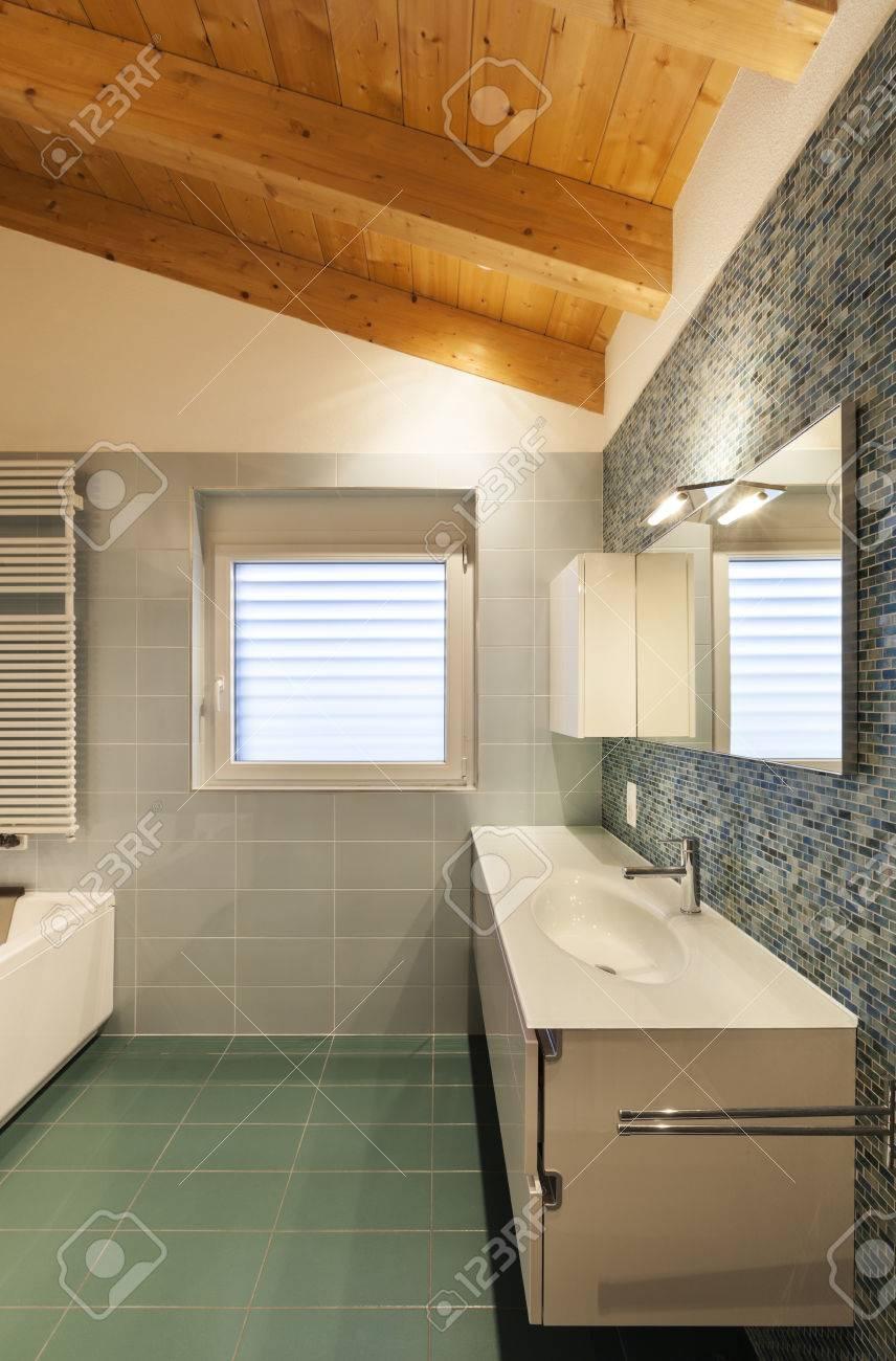 Schöne Moderne Dachboden, Bad Blick Lizenzfreie Fotos, Bilder Und ...