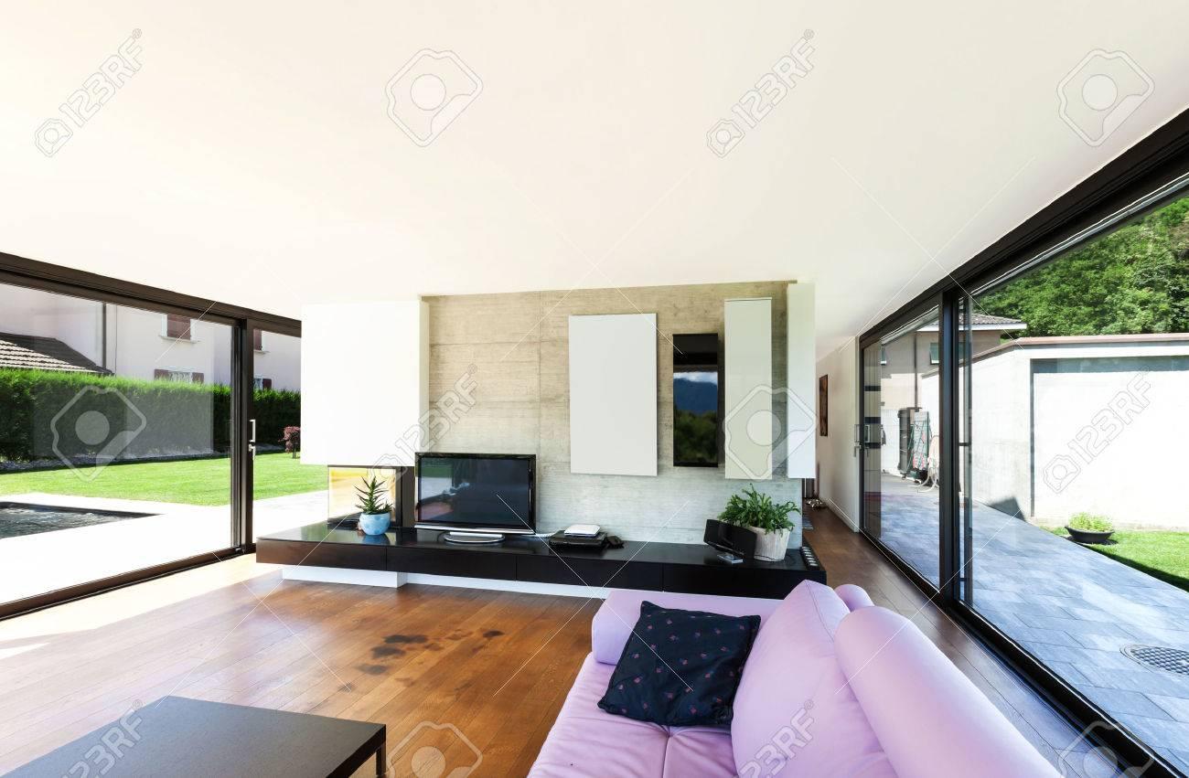 Moderne Villa, Innen-, Großes Wohnzimmer Mit Rosa Schlaf Lizenzfreie ...