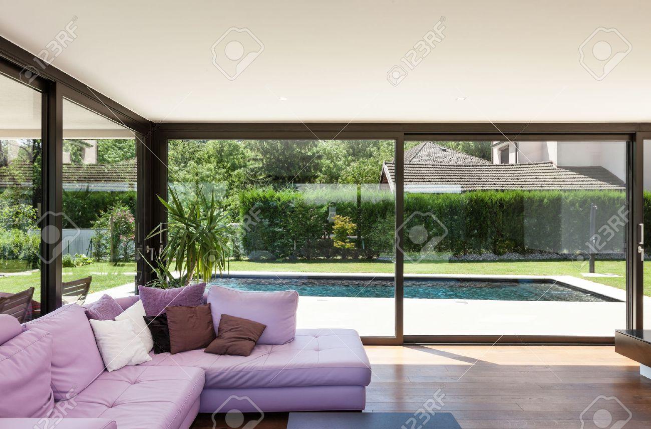Moderne Villa, Innen-, Großes Wohnzimmer Mit Schlafcouch Lizenzfreie ...