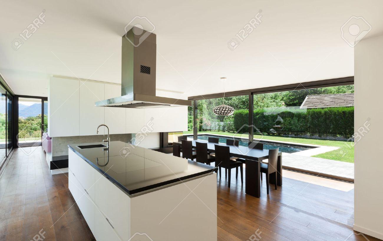 Moderne Villa, Interieur, Schöne Küche Lizenzfreie Fotos, Bilder ...
