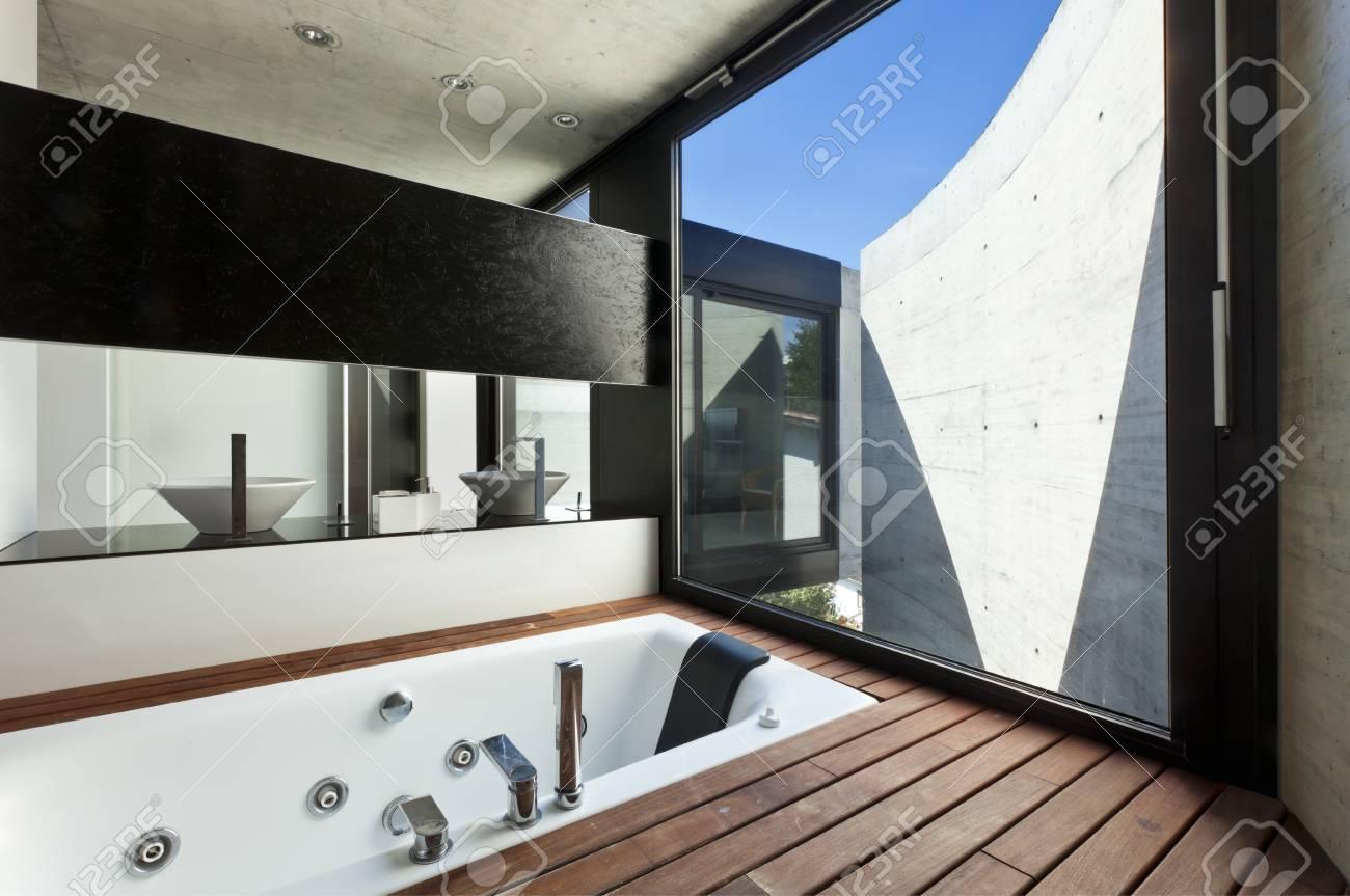 Schönes Modernes Haus Im Kleber, Innenraum, Badezimmer Lizenzfreie ...