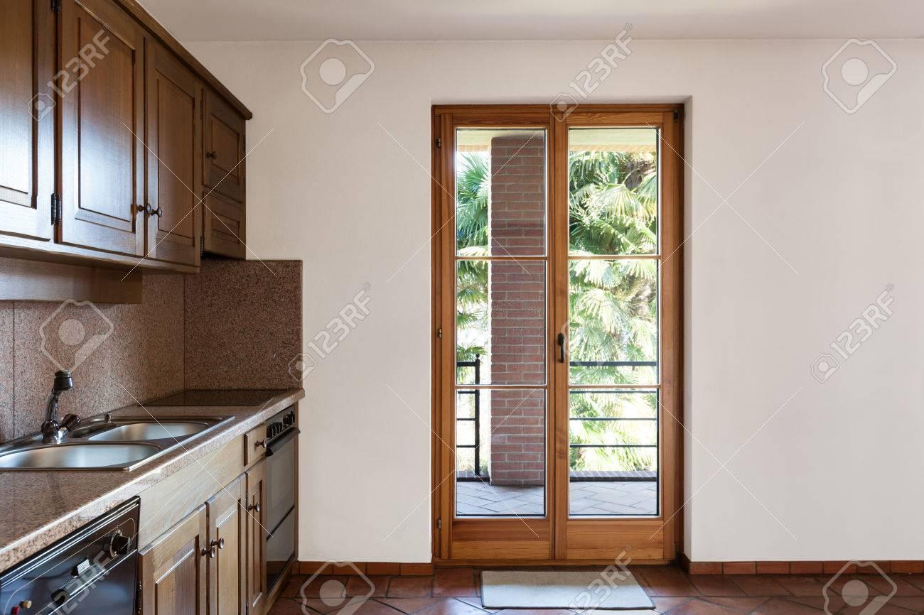 architecture, intérieur de la maison, belle cuisine en bois banque d