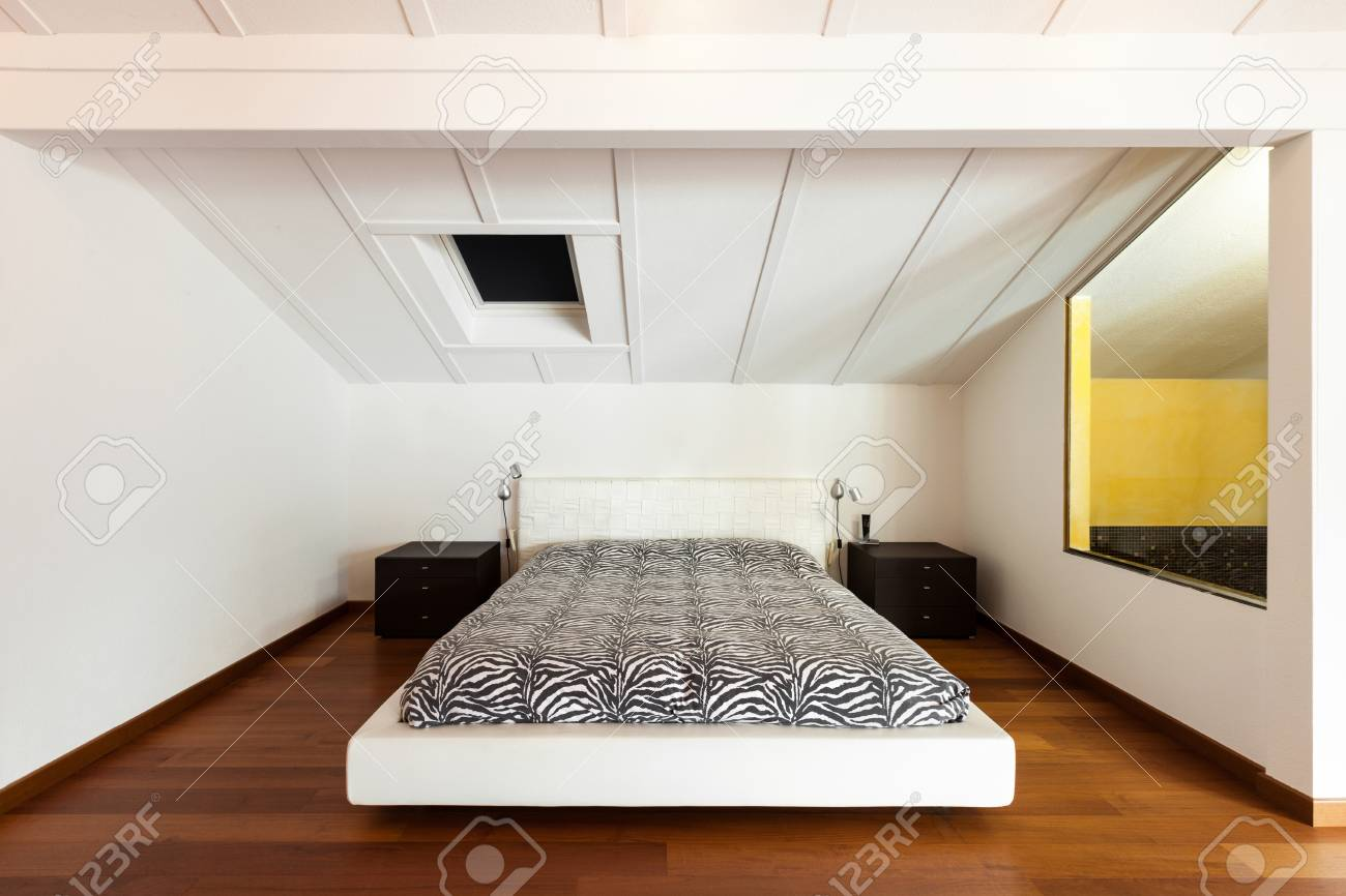 Mezzanine Intérieure, Belle Chambre, Lit Double Banque D\'Images Et ...