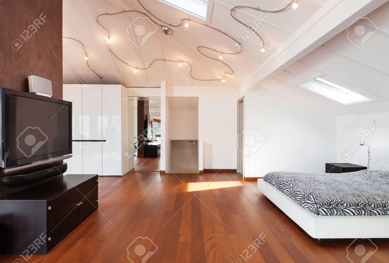 Mezzanine intérieure, belle chambre, lit double