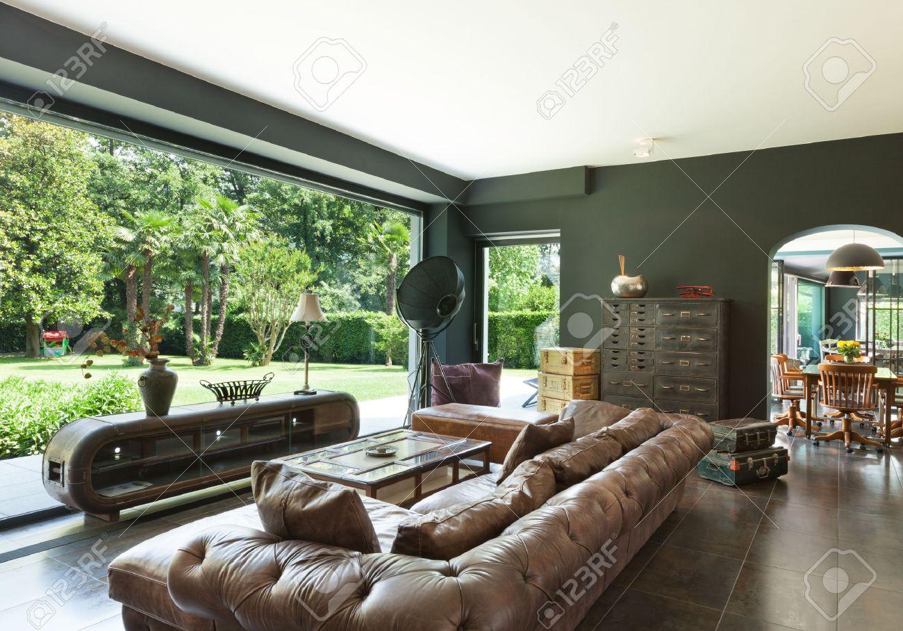 Vackra vardagsrum, klassiska möbler, inredning royalty fria ...