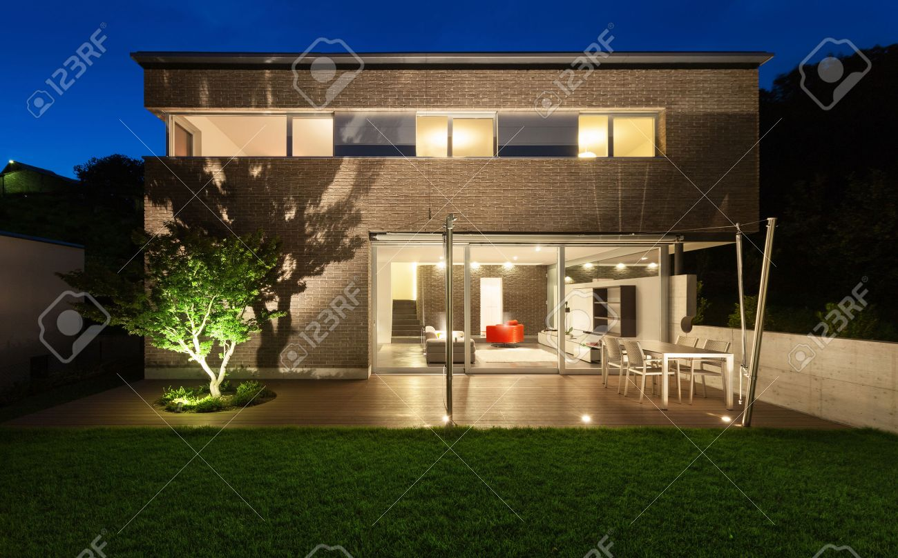 Architektur modernes design schönes haus nachtaufnahme lizenzfreie bilder 38293961