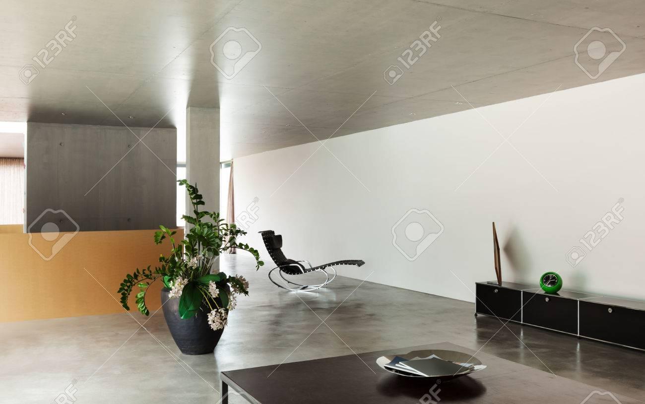 Modernes Wohnzimmer, Innenhaus, Betonwände Lizenzfreie Fotos, Bilder ...