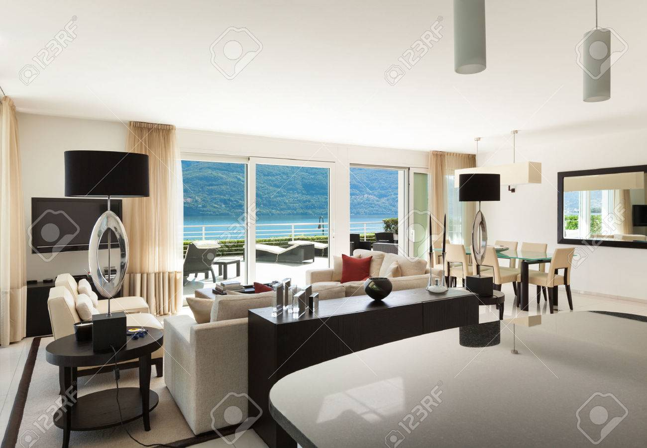 Innere Des Modernen Wohnung, Großes Wohnzimmer Lizenzfreie Fotos ...