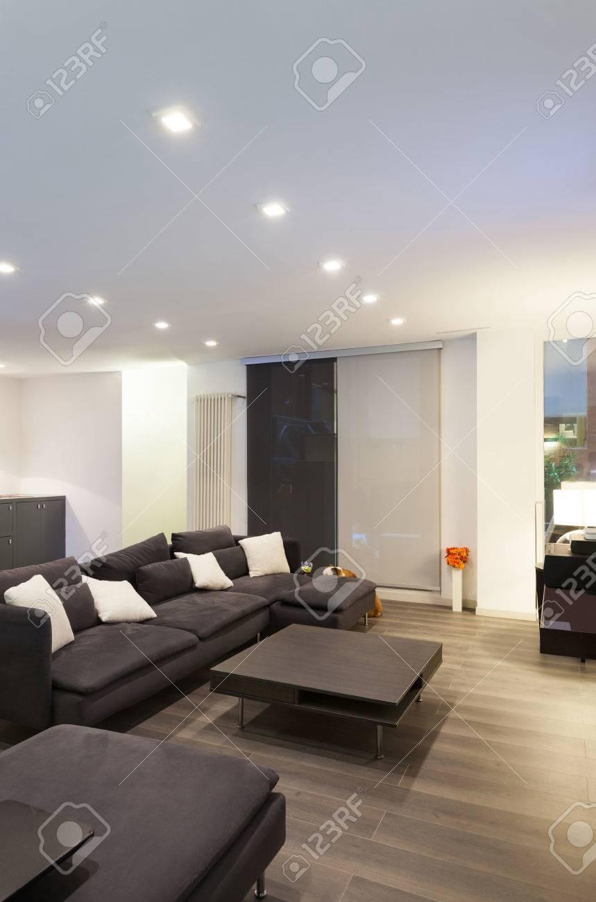 Große Dachboden Im Wohnzimmer Standard Bild   39039605