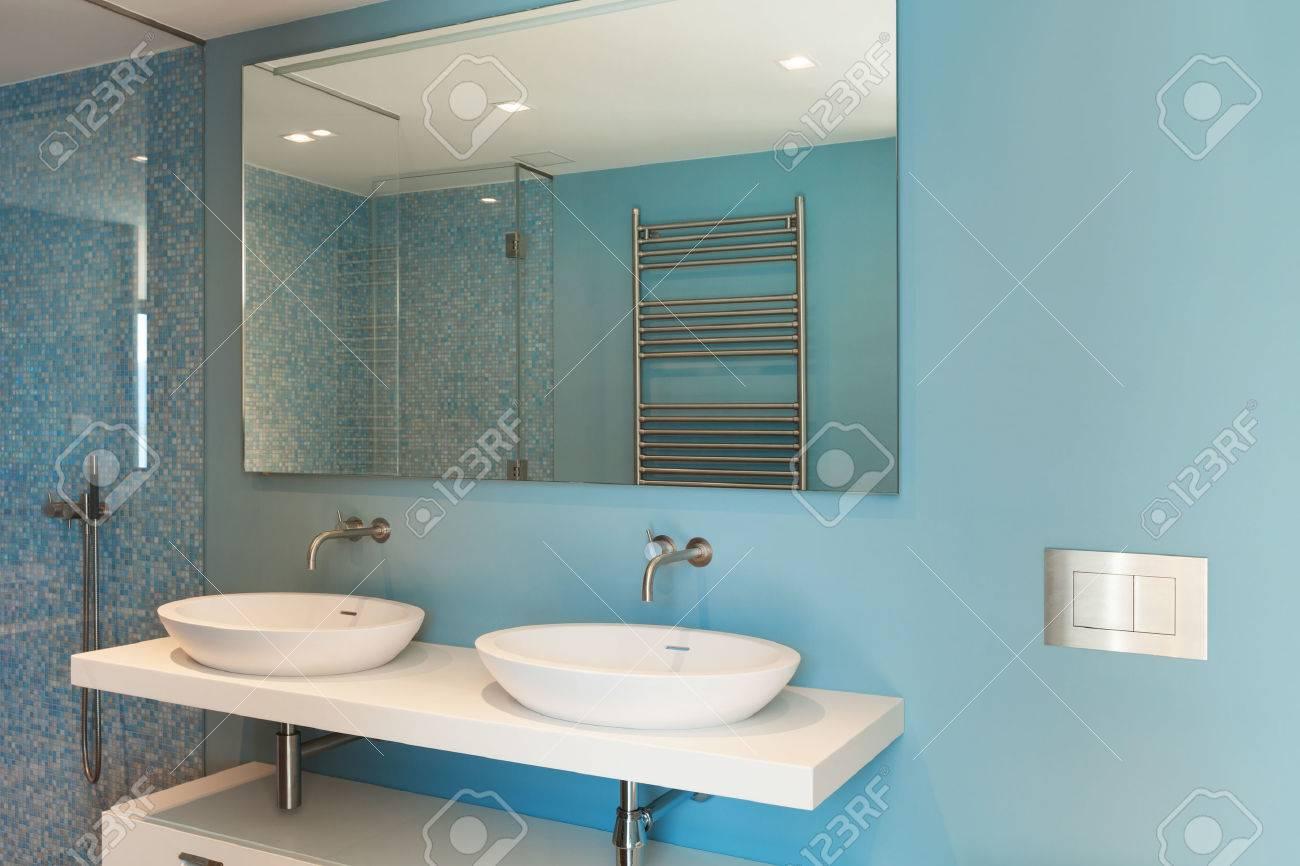 Inredning, modern lägenhet, bekväma badrum royalty fria stockfoton ...