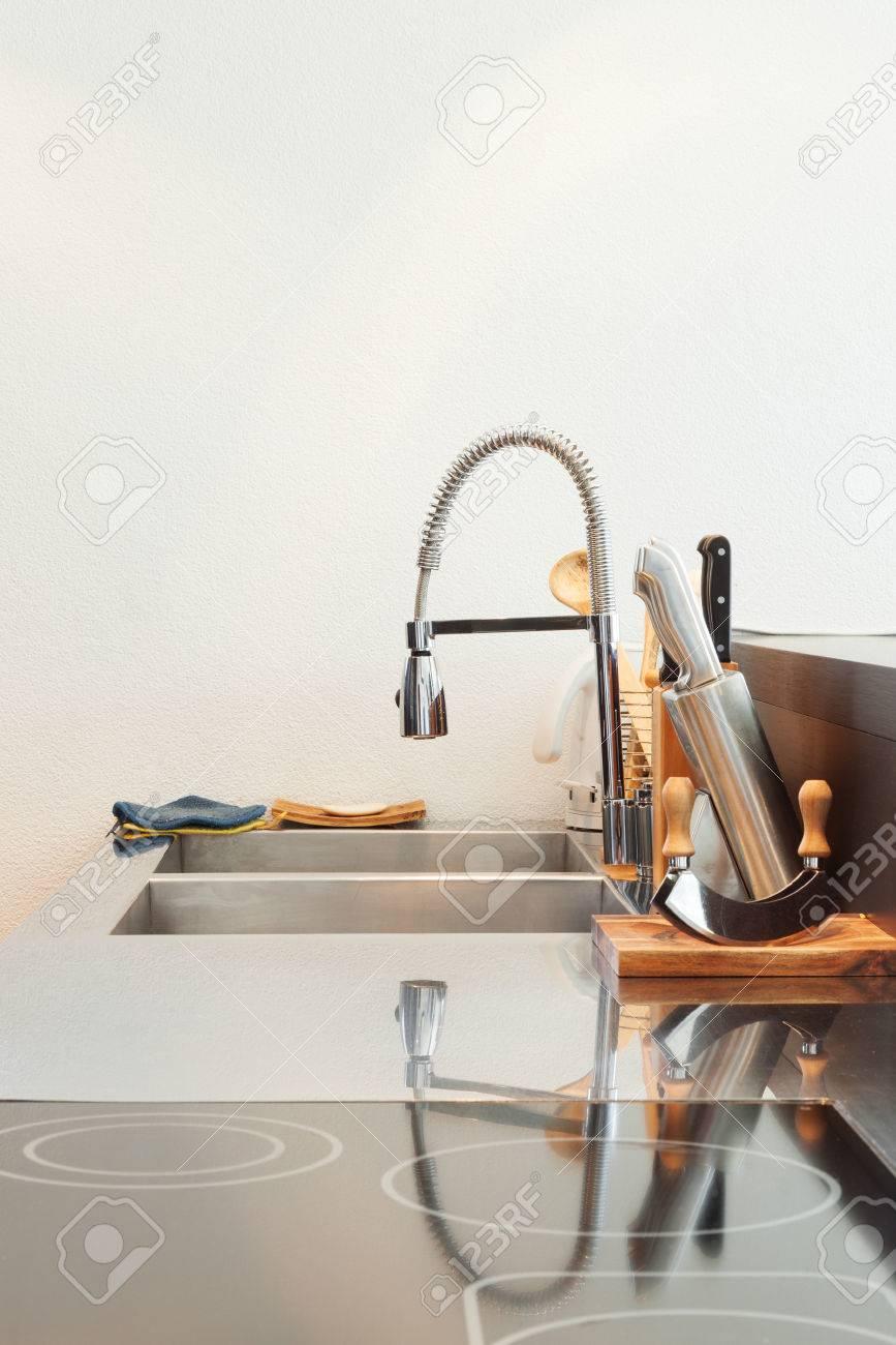Architektur Detail Moderne Kuche Edelstahl Spule Lizenzfreie Fotos Bilder Und Stock Fotografie Image 42572675