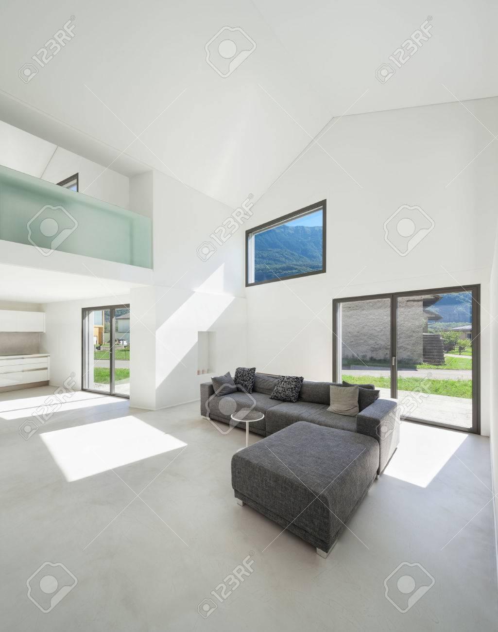 Architecture, Intérieur Maison Moderne, Salon Avec Canapé- Banque D ...
