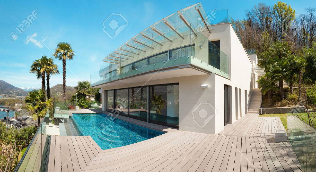 modern house, beautiful patio with pool outdoor Standard-Bild - 44146005
