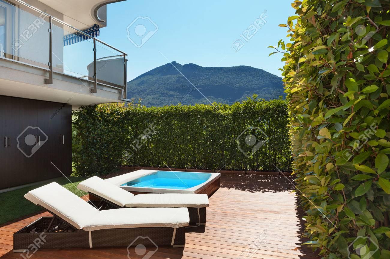 Architecture Terrasse Avec Jacuzzi Journee D Ete Banque D Images