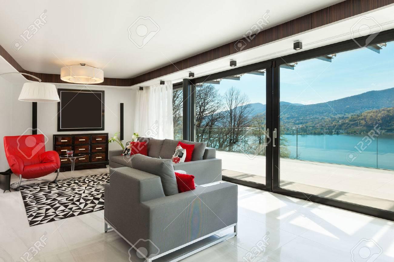 Architecture, maison moderne, belle pièce à vivre, de l\'intérieur