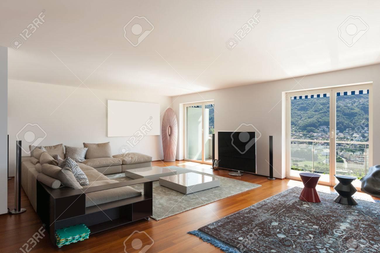 Das Innere Der Wohnung, Großes Wohnzimmer, Parkettboden Lizenzfreie ...