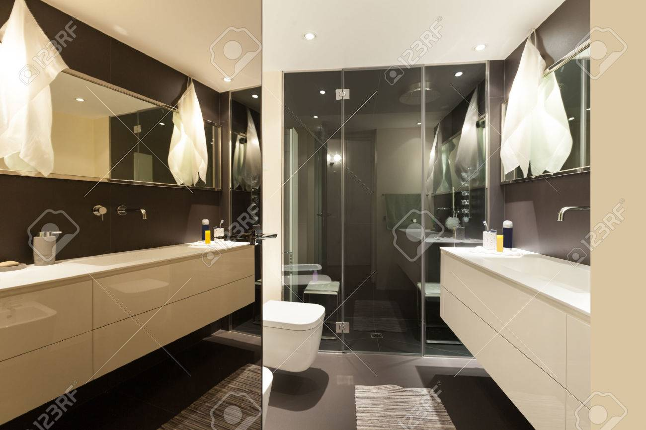 bagno moderno appartamento con box doccia foto royalty free ... - Bagni Moderni Con Box Doccia