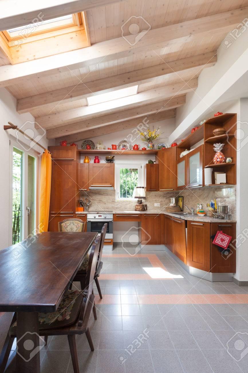Cuisine Maison Campagne intérieur d'une maison de campagne, cuisine domestique