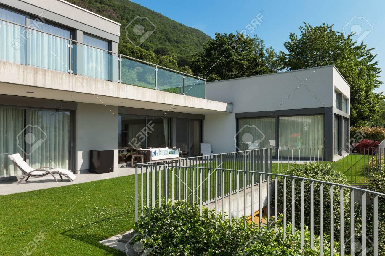 Architektur, Moderne Weiße Haus Mit Garten, Im Freien Standard Bild    44136969