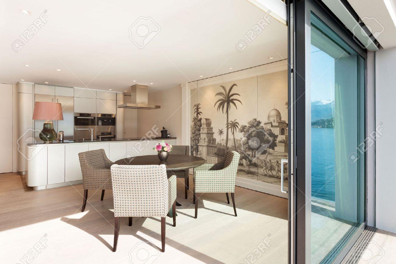 Interni Bellissimo Appartamento, Elegante Sala Da Pranzo Vista ...