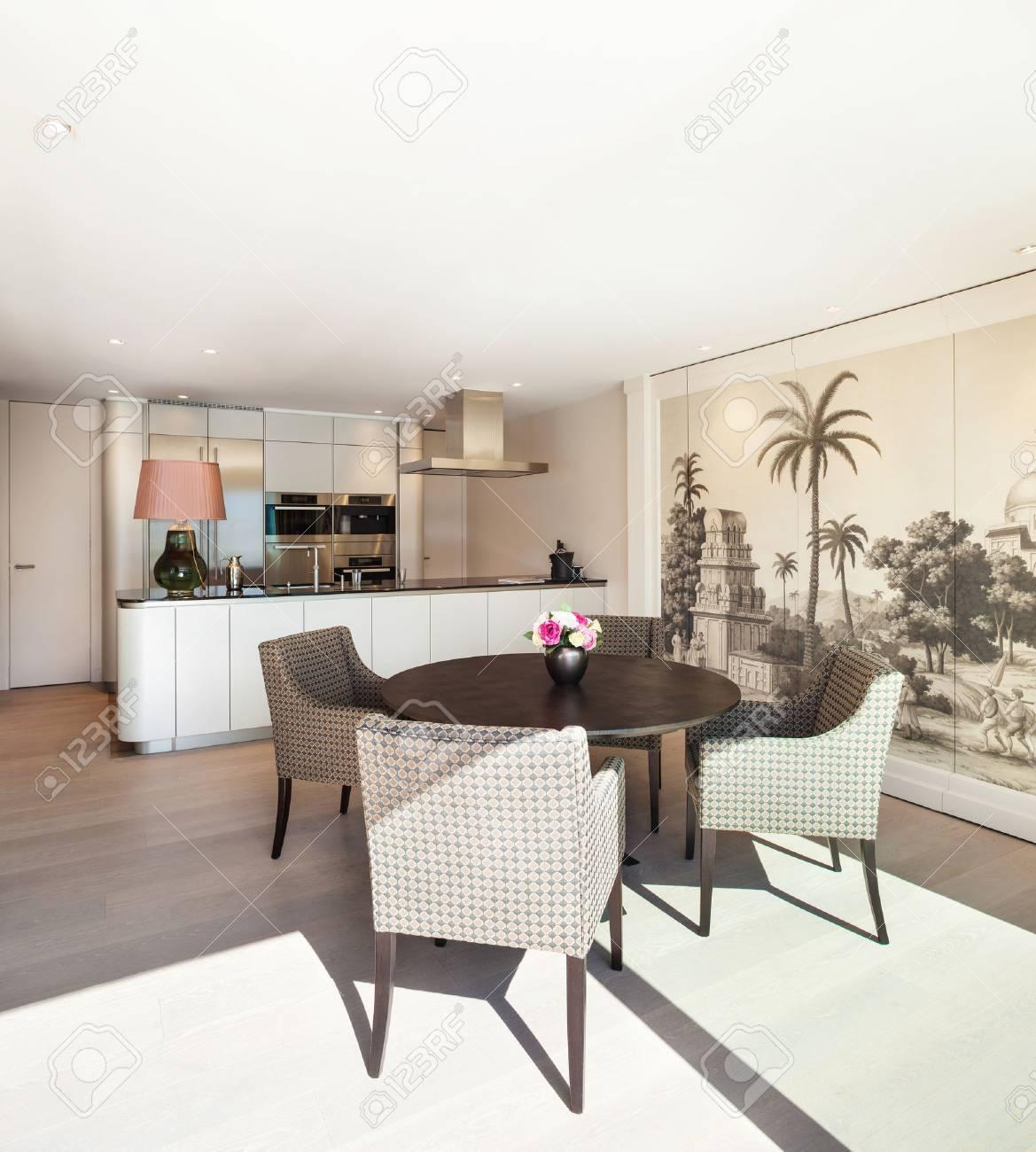 Interni Bellissimo Appartamento, Elegante Sala Da Pranzo Foto ...