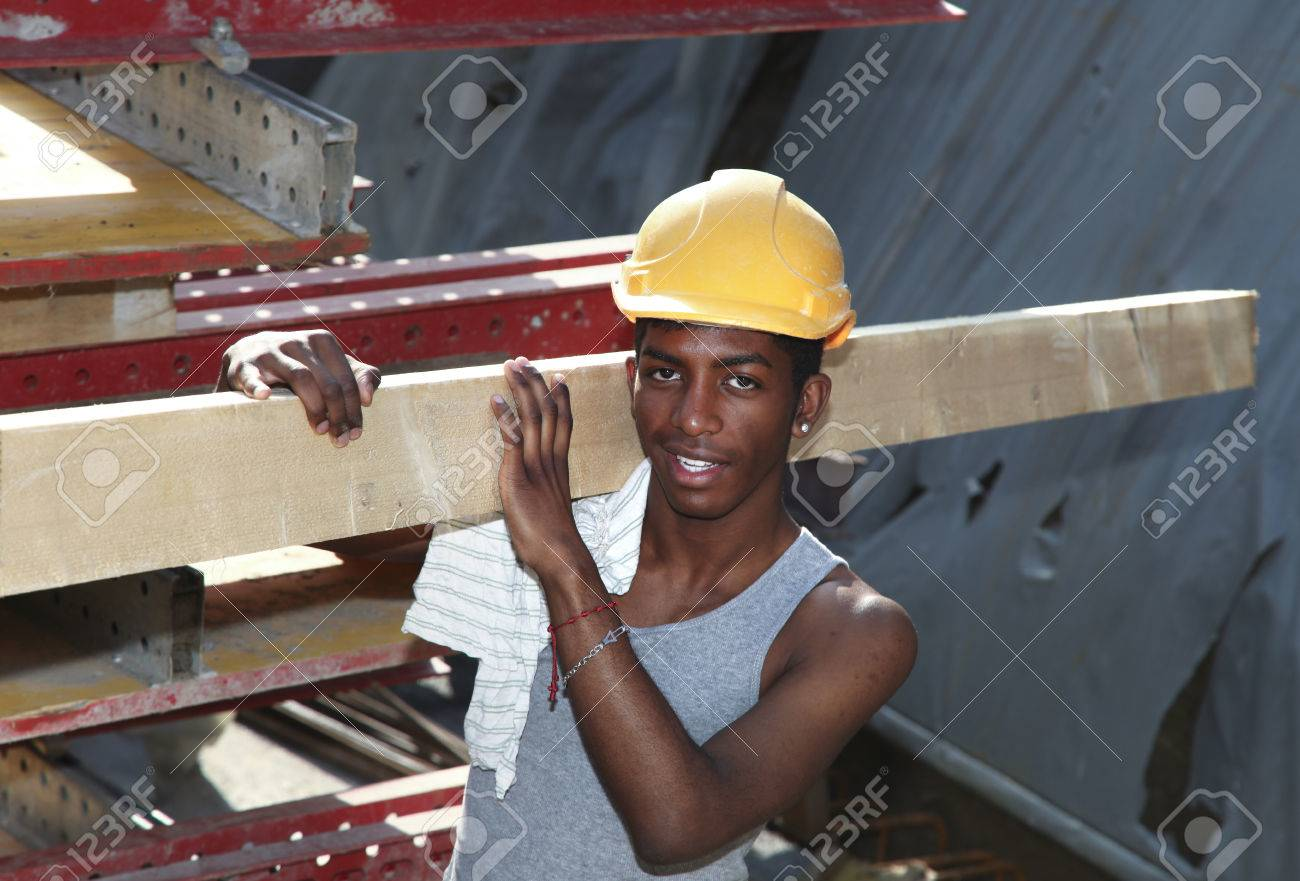 young black man working in construction site Standard-Bild - 45127960