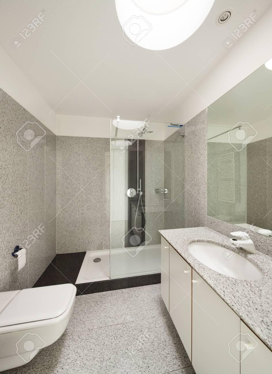 L\'architecture, de l\'intérieur d\'une maison moderne, salle de bain vue