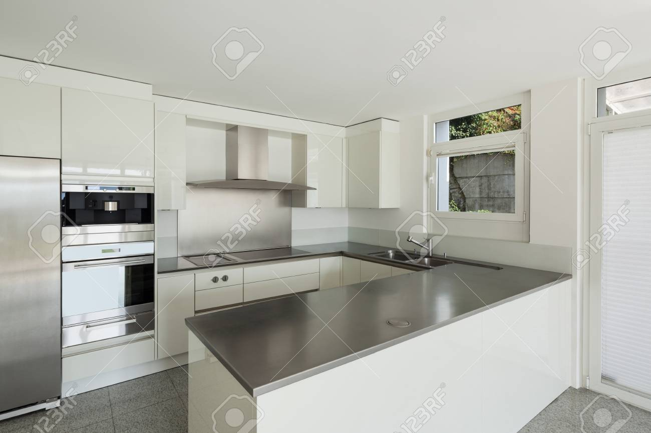 L\'architecture, De L\'intérieur D\'une Maison Moderne, Cuisine Blanche ...