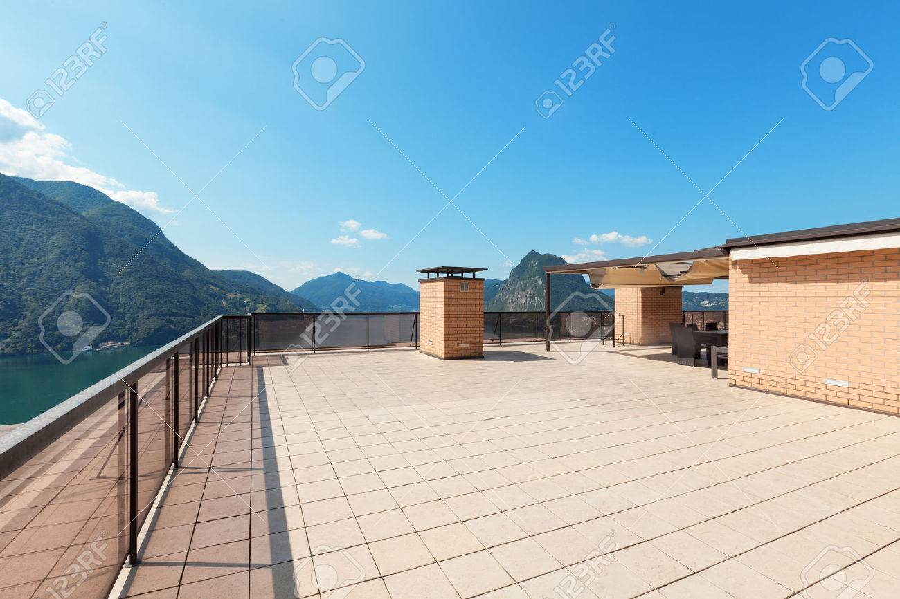 Architecture, wide empty terrace of a penthouse, sun day Standard-Bild - 46267170