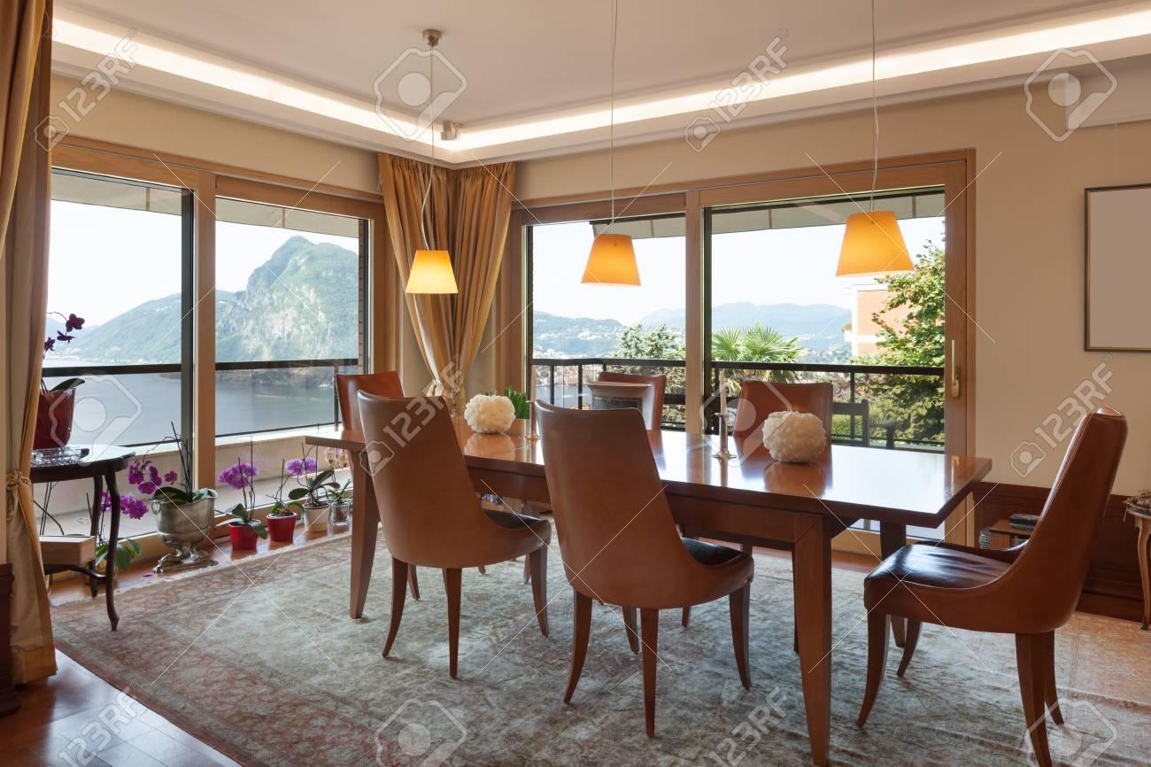 Interno Di Un Appartamento Moderno, Arredamento Classico, Sala Da ...