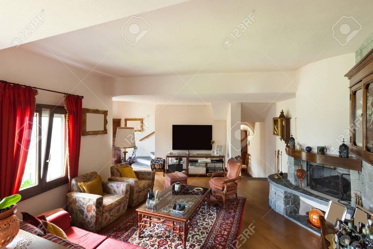 Intérieur d\u0027une maison classique meublé, grand salon Banque d\u0027images ,  47348326