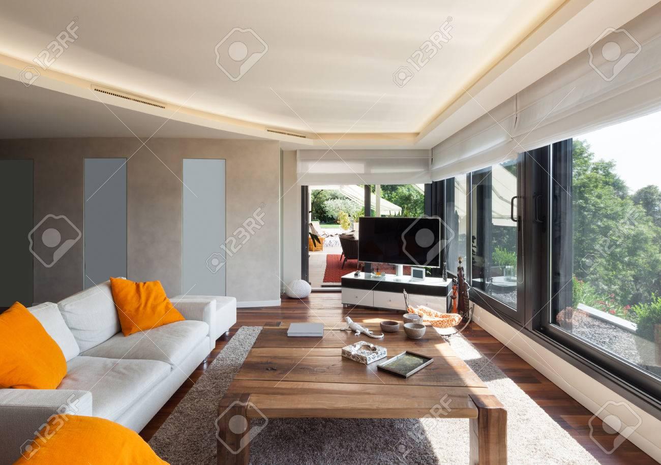 Schönes Wohnzimmer   Interior Schones Wohnzimmer Einer Luxuriosen Wohnung Lizenzfreie