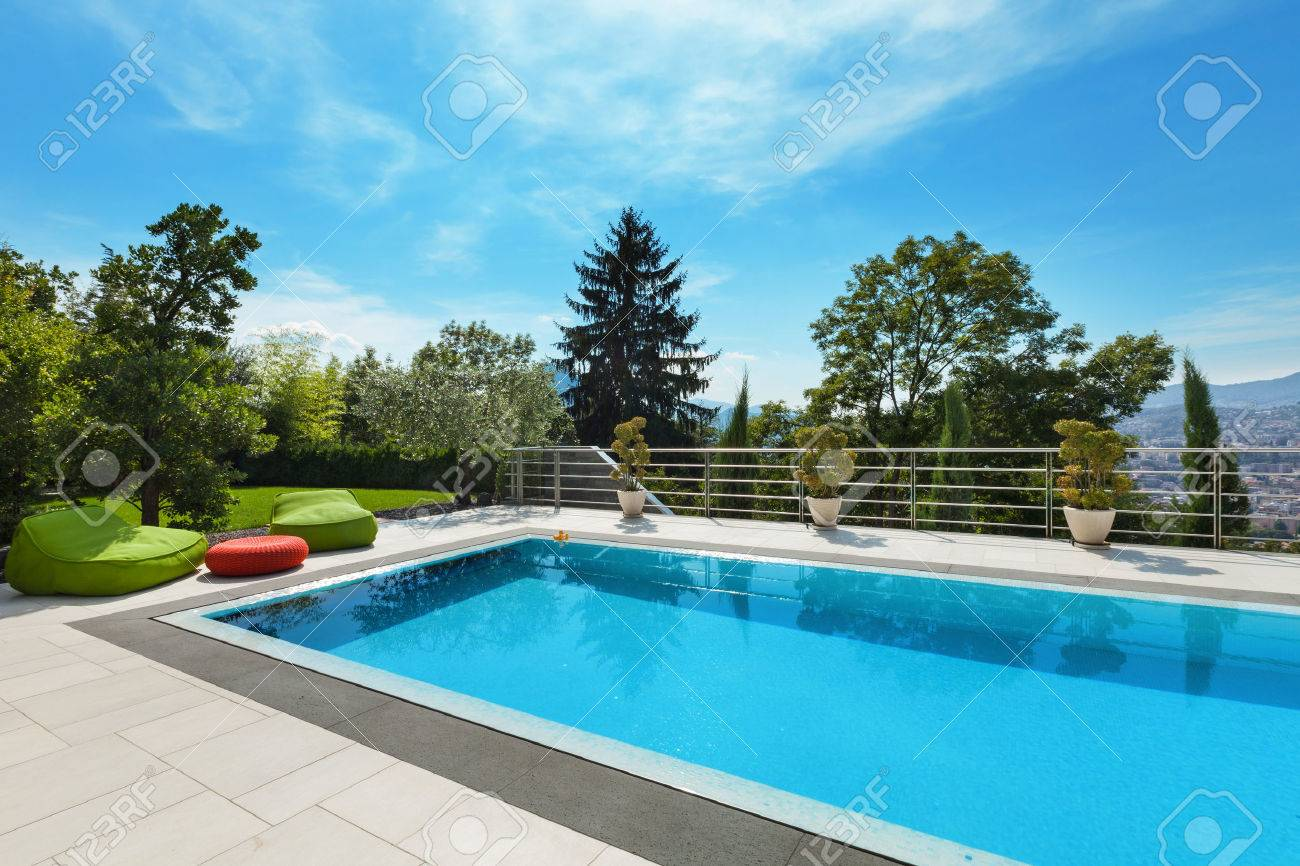 beautiful house, swimming pool nobody inside, summer day Standard-Bild - 47441507