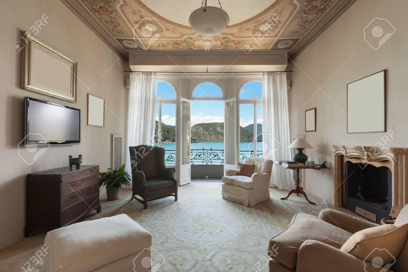 Comoda Sala De Estar De Una Antigua Mansion De Lujo