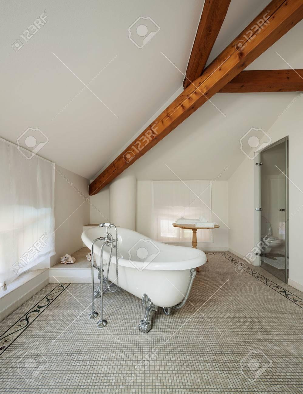 Carrelage Mural Salle De Bain Tendance ~ Int Rieur D Une Maison De Ma Tre Salle De Bains Classique De Luxe