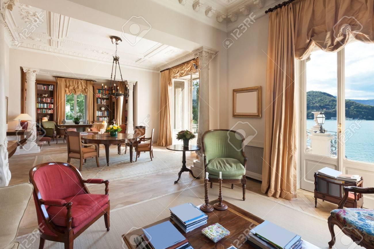 Klassische Einrichtung, Luxus-Wohnzimmer In Einem Zeitraum ...
