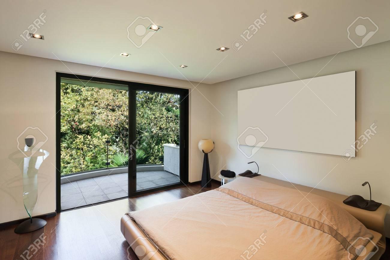 Intérieur De Maison Moderne, Chambre Avec Balcon Banque D\'Images Et ...