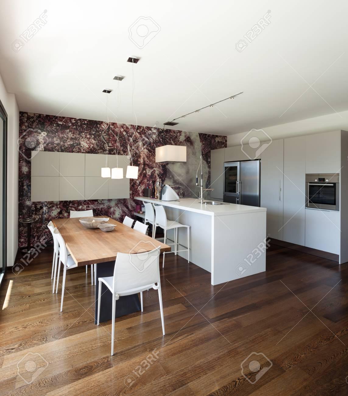 Intérieur De Maison Moderne, Bel Espace Ouvert, Cuisine Et Table à ...