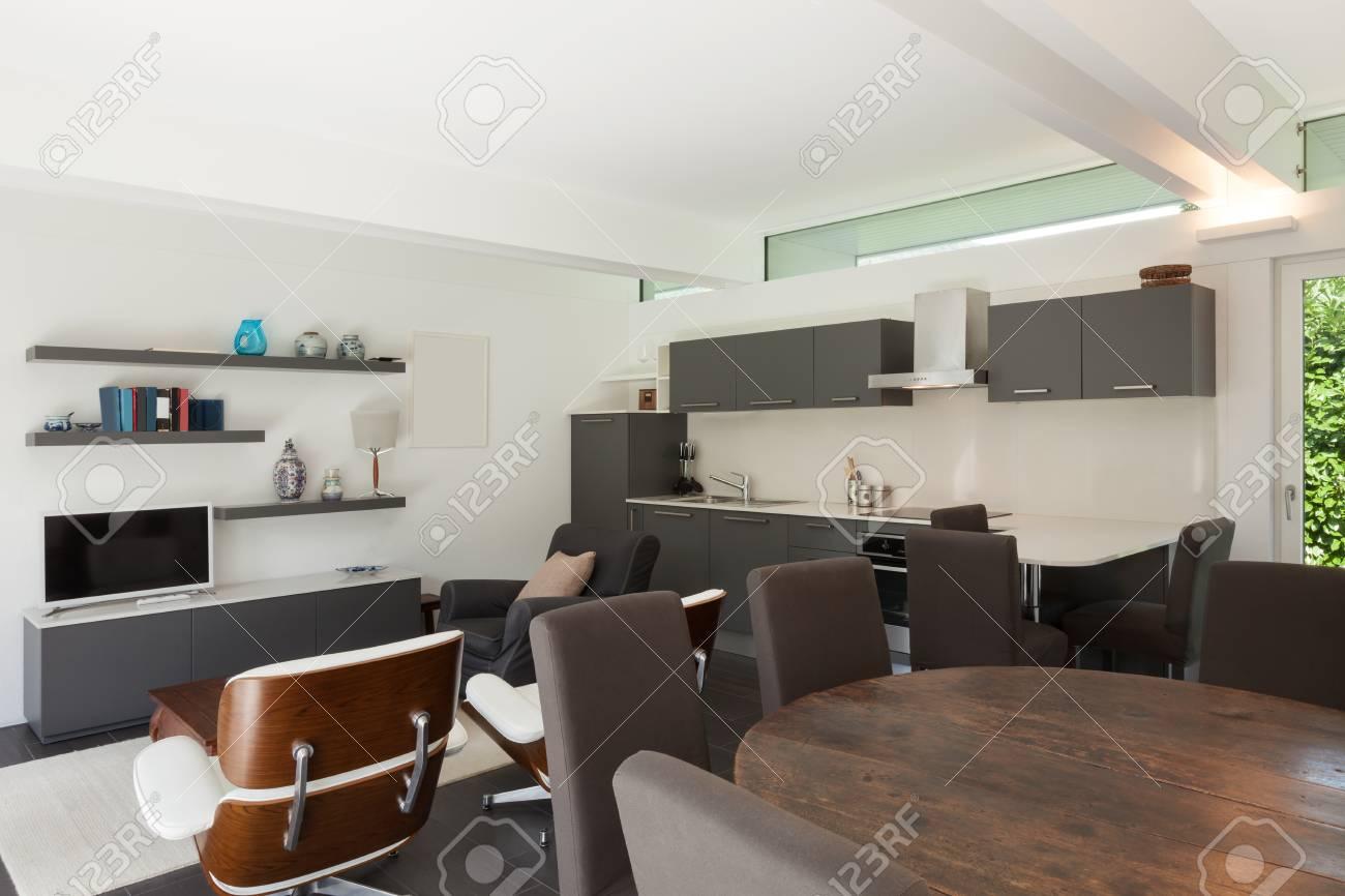 Haus, Modernes Interieur, Schönes Wohnzimmer Möbliert Lizenzfreie ...