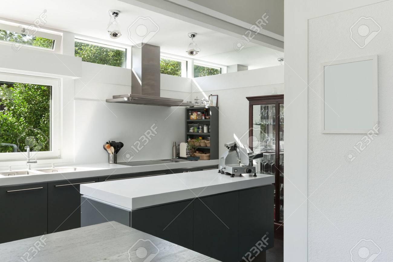 Interior house, view of a modern kitchen Archivio Fotografico - 49781242