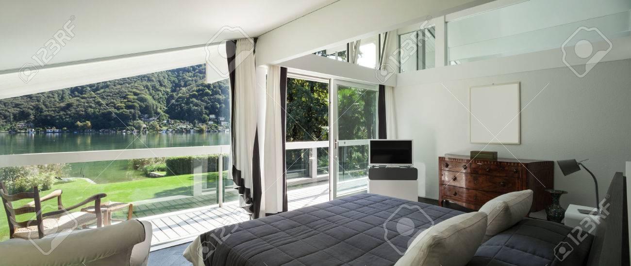 Architettura, confortevole camera da letto di una casa moderna Archivio Fotografico - 49781340