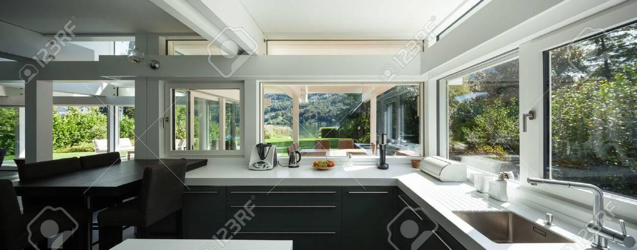 interno della casa, vista di una cucina moderna Archivio Fotografico - 49781373